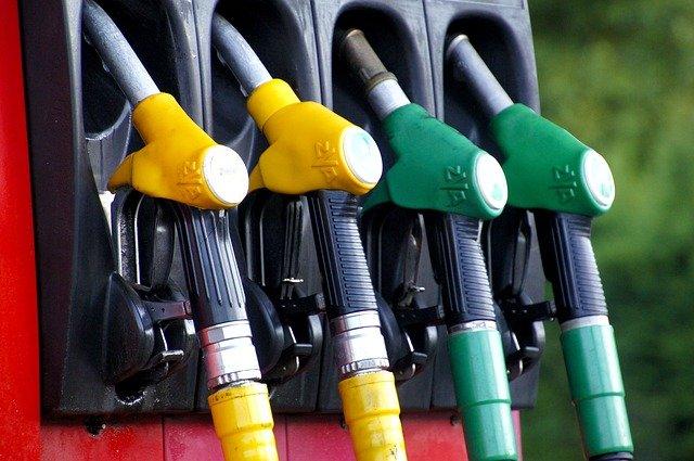 Koniec sporów – Interpretacja ogólna  MF- Ryczałt za jazdy prywatne firmowym autem obejmuje też koszty paliwa.